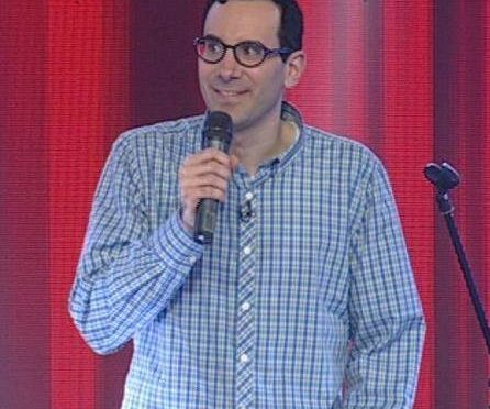 תמונה של ארי ברויר הסטנדאפיסט בהופעה