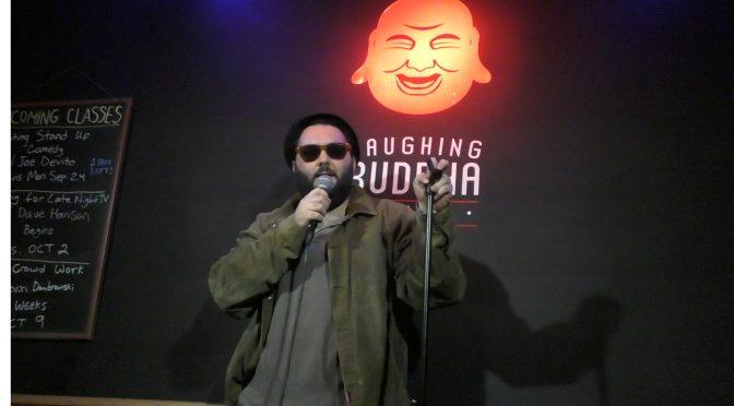 אופן מייקס, אילתור וחבובות: מסע קומדיה בניו-יורק